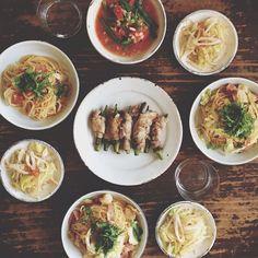 キャベツとベーコンのポン酢パスタ、オクラの豚肉巻き、キャベツともやしの和え物、トマトといんげんのサラダ。 #おうちごはん - @hrk_hsmr- #webstagram