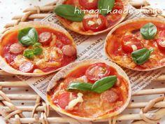 トマトジュースを使って簡単ピザソース。さらに、餃子の皮を使ってお手軽ピザ!パリパリおいしい、トッピングも楽しいです♪