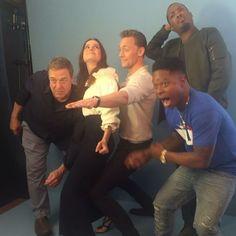 Looking good Brie Larson, Tom Hiddleston and the rest of the #KongSkullIsland cast!  #EWComicCon #SDCC : @matthiasclamer (Photo direction: @rmaltz and @alison_wild)