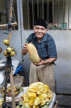 Cempedak fruits seller at Petak Sembilan market (Chinatown Jakarta, Indonesia) Dutch East Indies, Indonesian Cuisine, Street Food, Street Vendor, Jakarta, Street Photography, Recovery, Wallpapers, Landscape