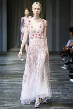 See all the Collection photos from Luisa Beccaria Spring/Summer 2015 Ready-To-Wear now on British Vogue Fashion Moda, Runway Fashion, Spring Fashion, Fashion Show, Fashion Design, Milan Fashion, Uk Fashion, Fashion Weeks, Fashion Trends