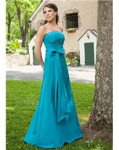 Classic Blue Bridesmaid dress. Blue is the most popular color for weddings these days~~