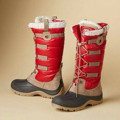 Lace up boots in red