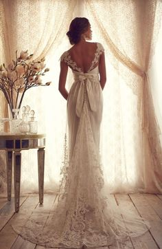 The shape and color of this wedding dress is exactly perfect,what I want it