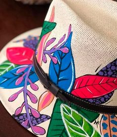 Painted Hats, Painted Clothes, Hand Painted, Serif, Painting, Ideas, Women, Hand Fans, Hands