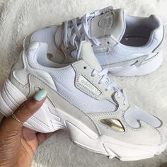 adidas Falcon Link in organic one of the most popular chunky sneakers . Chunky Sneakers, White Sneakers, Sneakers Nike, Dad Shoes, Me Too Shoes, Sneakers Fashion, Fashion Shoes, Fashion Outfits, Adidas Shoes Women