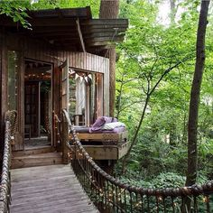 Via: Secluded Intown Treehouse 🌳 Atlanta, USA Photo:©airbnb Texas Hill Country, Outdoor Spaces, Indoor Outdoor, Outdoor Decor, Tree House Masters, Dream Mansion, 50 Euro, Destinations, Houses