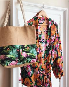 Hello Summer Tropical Leaves Travel Luggage Storage Bag Duffel Bag Handle Makeup Bag Fashion Lightweight Large Capacity Portable Luggage Bag