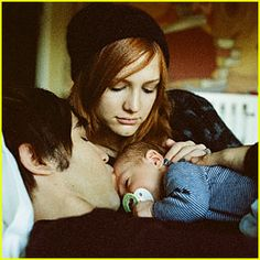 Google Image Result for http://www.emcblue.com/blog/wp-content/uploads/2011/03/pete-wentz-ashlee-simpson-family-portrait.jpeg