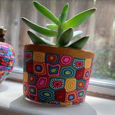Very big colorful indoor pot for plants Bottle Painting, Bottle Art, Bottle Crafts, Painted Plant Pots, Painted Flower Pots, Clay Pot Crafts, Diy Crafts, Flower Pot Art, Flower Pot Design