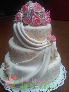 3 layers wedding fondant cake 3
