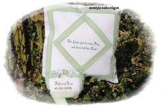 Edles Hochzeitsgeschenk KISSEN - Namen - Spruch von Antjes Design auf DaWanda.com