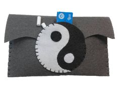 Yin yang tobacco pouch, hand made with felt.