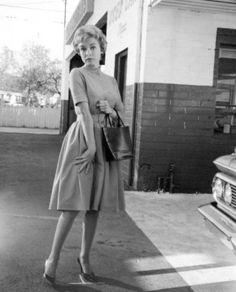 """Janet Leigh. A moment behind the scenes of """"Psycho""""."""