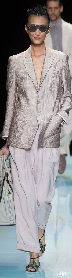 Summer workwear perfection. Giorgio Armani Spring 2016   www.bold-in-gold.com   #boldingoldblog