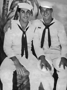 Everyone can appreciate the beauty of vintage gay photos, and these vintage gay photos are classic, queer and undeniably beautiful. Vintage Couples, Cute Gay Couples, Vintage Men, Vintage Sailor, Lgbt Love, Military Men, Photo Memories, Gay Men, Christen