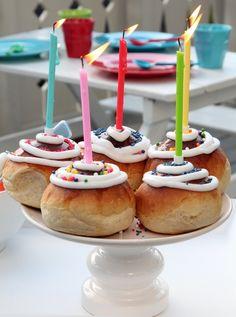 Boller er alltid populære på kakebordet, og de blir garantert ekstra populære hvis de dekoreres med fargerik kakestrøssel.