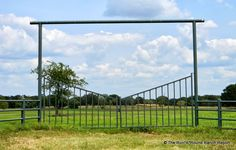 The Run*A*Round Ranch Report: Pretty Texas Ranch Fences