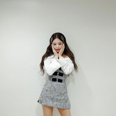 Image shared by ʙʟᴀᴄᴋ ꜱᴡᴀɴ. Find images and videos about girl, fashion and cute on We Heart It - the app to get lost in what you love. Blackpink Outfits, Fashion Outfits, Blackpink Jennie, Blackpink Fashion, Korean Fashion, Jenny Kim, Kim Jisoo, Blackpink Photos, Pictures