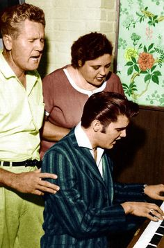 Elvis, with his mother and father...Gladys and Vernon