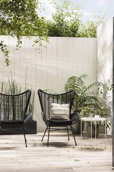 Modern patio furniture ideas Ideas for 2019 Outdoor Decor, Garden Furniture, Modern Patio, Patio Furniture Sets, Urban Garden Design, Black Garden, Lawn Chairs, Garden Chairs, Outdoor Living