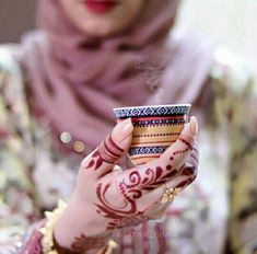 Hand Pictures, Cool Girl Pictures, Hand Pics, Henna Designs Easy, Mehandi Designs, Stylish Girls Photos, Stylish Girl Pic, Cute Girl Photo, Girl Photo Poses