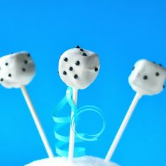 Dice Brownie pops. These would be perfect for Bunco! game night, cake pops, dice cake, cakepop