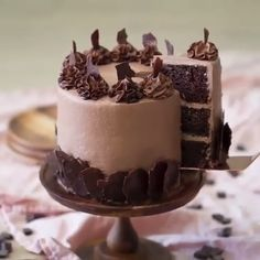 The Most Amazing Chocolate Cake You'll Ever Have Pastel de chocolate Amazing Chocolate Cake Recipe, Best Chocolate Cake, Chocolate Desserts, Chocolate Ganache, Chocolate Decorations For Cake, Chocolate Buttercream Cake, Chocolate Explosion Cake, Chocolate Christmas Cake, Oreo Icing
