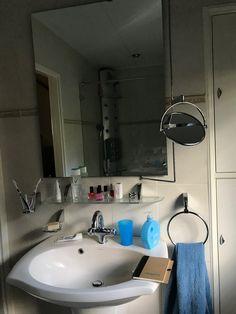 Een badkamerraam kan perfect worden bekleed met een plisségordijn ...