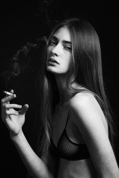 Marine Deleeuw @ Elite by Thomas Babeau Smoking Is Bad, Girl Smoking, Women Smoking, Marine Deleeuw, Photo Repair, Light My Fire, Girl Face, Looks Cool, Pretty Woman