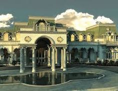 """Versailles"" in Florida - US$65M www.windsorstar.com Versailles is the largest modern day palace under construction in America -- 90,000 sqft under one roof, situated on 10+ acre peninsula with 1250ft of ..."