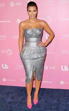 Kim Kardashian is smiley, shiney & silver! http://eonli.ne/I7Num4
