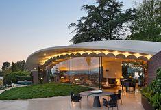GAL - Silvertop — Jamie Bush + Co. Mid Century Exterior, John Lautner, Modern Exterior, Historic Homes, Elle Decor, Art And Architecture, Mid-century Modern, Pergola, Restoration