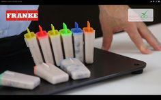 Îngheţată cu iaurt şi dulceaţă de afine.  Reţeta o puteţi găsi aici în format text dar şi video: http://www.babyboom.ro/inghetata-cu-iaurt-si-dulceata-de-afine-2/