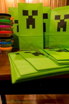 Free Minecraft Party Bag Printable - easy to print at home for awesome Minecraft Creeper themed favors, goodies bags or decorations!