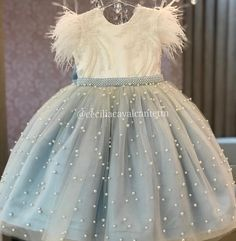 Vestidos personalizados e sob medida! Enviamos para todo Brasil e exterior! Baby Girl Party Dresses, Dresses Kids Girl, Kids Outfits, Flower Girl Dresses, Baby Girl Dress Patterns, Baby Dress Design, Dress Anak, Kids Gown, Princess Dress Kids