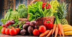 The Hospital Group nutritionist reveals healthy-eating rules from around the world Growing Vegetables In Pots, Easy Vegetables To Grow, Gardening Vegetables, Eat Fruit, Fruit And Veg, Snacks, Stop Eating, Calories, Vegan Recipes