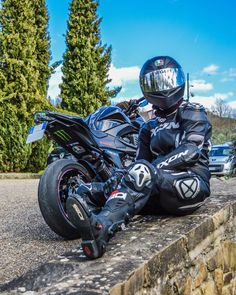 Gloved Ixon biker in Sidi boots Motorcycle Suit, Days Like This, Motorbikes, Biker, Instagram, Friends, Boots, Italia, Leather