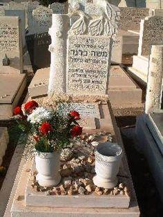 Mike Brand, au cimetière de Camp-David d'Haïfa, Israël