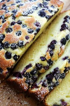 The best butter cake ever, topped with loads of fresh blueberries. This cake is dense, sweet and buttery. Fail-proof recipe that anyone can bake at home! Blueberry Desserts, Blueberry Cake, Köstliche Desserts, Delicious Desserts, Blueberry Picking, Baking Recipes, Cake Recipes, Dessert Recipes, Keto Recipes