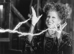 7 Things We Love About the Movie Hocus Pocus! #hocuspocus #halloween #halloweenmovies #movies Classic Halloween Movies, Halloween Songs, Easy Halloween Crafts, Last Minute Halloween Costumes, Halloween Season, Spirit Halloween, Halloween Makeup, Halloween Party, Halloween Ideas