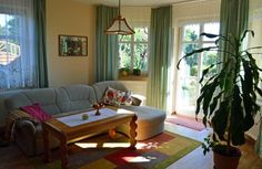 """Wohnzimmer der Ferienwohnung """"Zum alten Pfau"""" im Ostseebad Göhren auf der Insel Rügen  #fewio #ferienwohnung #ruegen #goehren #ostsee #urlaub #ferien #unterkunft #ostseebad Windows, Peacock, Island, Living Room, Ramen, Window"""