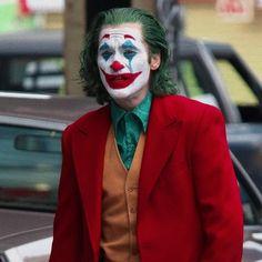 """Discover """"Joker"""" outfits and related products from Arthur Fleck (Joaquin Phoenix), Murray Franklin (Robert De Niro), Sophie Dumond (Zazie Beetz)… Joker Film, Joker Dc, Joker And Harley Quinn, Joaquin Phoenix, Joker Costume, Joker Cosplay, Fotos Do Joker, Joker Phoenix, Joker Poster"""