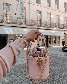 Luxury Purses, Luxury Bags, Dior Handbags, Purses And Handbags, Best Designer Bags, Vetement Fashion, Latest Bags, Chanel Purse, Replica Handbags