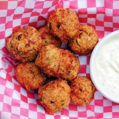 Simple Low Carb Recipes Your Whole Family Will Love! Crab Puppies Recipe, Low Carb Recipes, Baking Recipes, Crab Meat, Fish And Seafood, Bread Baking, Seafood Recipes, Appetizers, Snacks