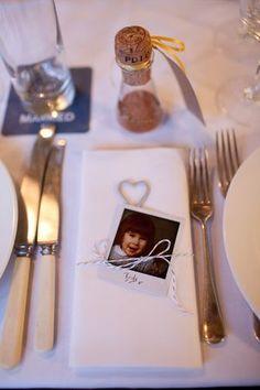 Wedding Fun, Wedding Place Cards, Wedding Things, Wedding Blog, Wedding Ideas, Norwegian Wedding, Polaroid Wedding, Picture Table, Polaroid Pictures