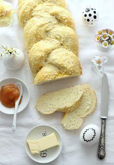 {Rezept} Der beste Hefezopf der Welt - Emma Bee A Food, Food And Drink, Dairy, Bread, Cheese, Baking, Breakfast, Cake, Sweet