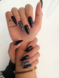 Make an original manicure for Valentine's Day - My Nails Halloween Acrylic Nails, Best Acrylic Nails, Cute Nails, Pretty Nails, Gothic Nails, Gem Nails, Stylish Nails, Gorgeous Nails, Nail Arts
