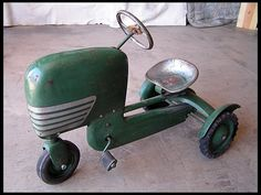 look great for decoration. Pedal Tractor, Pedal Cars, Antique Toys, Vintage Toys, Kids Ride On, Tin Toys, Small Cars, Tractors, Car Jokes