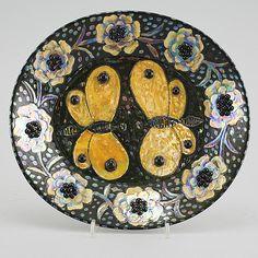 FAT, keramik, Birger Kaipianen, Arabia, signerat, 1900-talets andra hälft. Pottery Plates, Glazes For Pottery, Ceramic Pottery, Pottery Sculpture, Beltane, Plant Illustration, Glass Ceramic, Vintage Pottery, Ceramic Artists